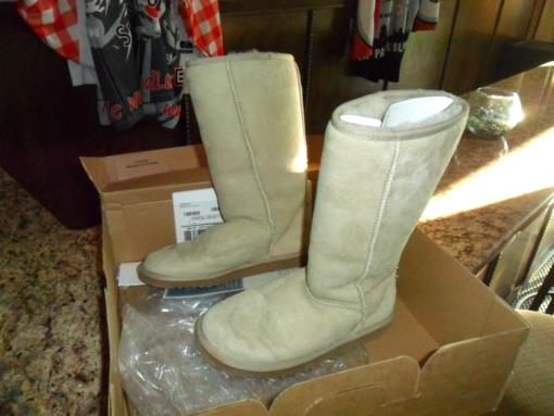 WOMANS UGG'S CLASSIC TALL SIZE 6 - $70