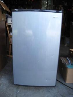Small Dorm Room/Apartment Magic Chef Refridgerator - $35