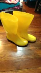 Awesome used YELLOW rain boots - $10